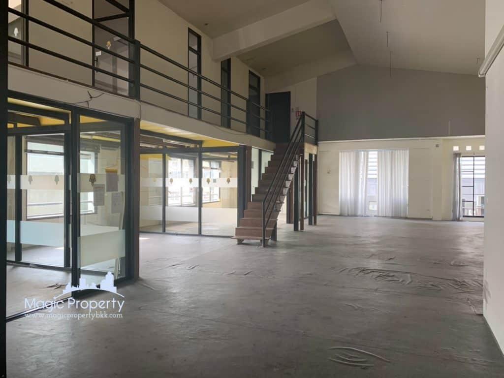 Commercial Space For Rent at Soi Sukhumvit 63 Suitable For a restaurant, pub, clinic, office Located at Soi Sukhumvit 63 (Between Ekkamai Soi 5 & Soi 7) (Near Nunglen Club Ekkamai)