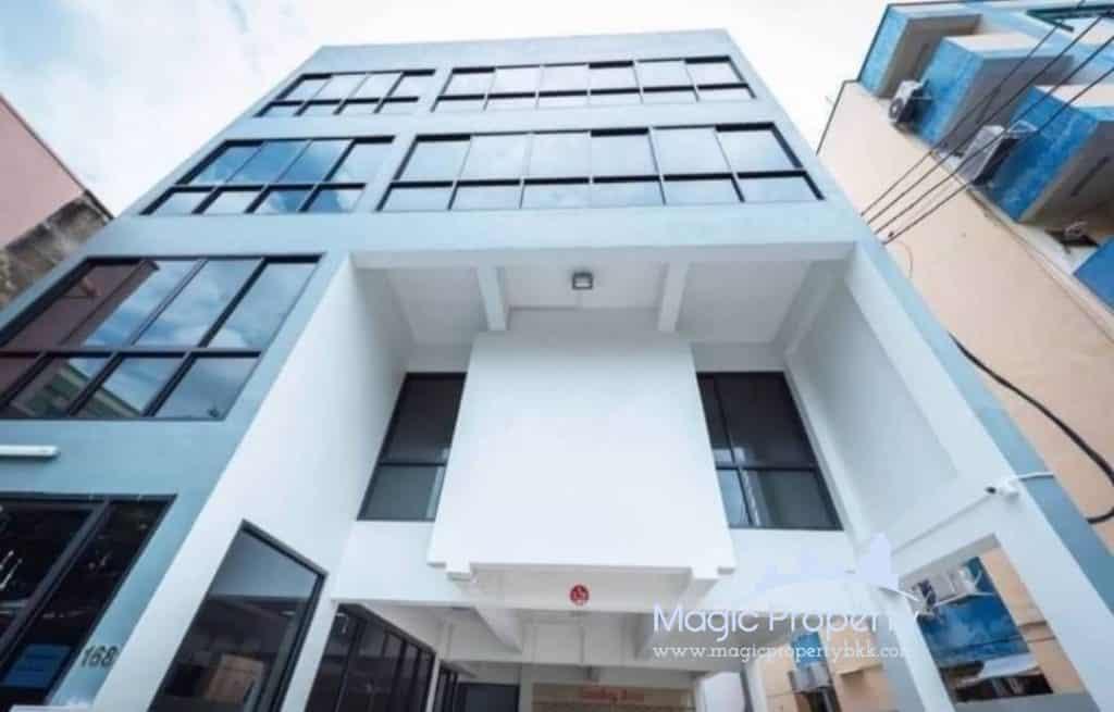 Commercial Building on Ratchadapisek road For Sale, Na Thong Alley, Lane 2, Din Daeng, Bangkok, Thailand..